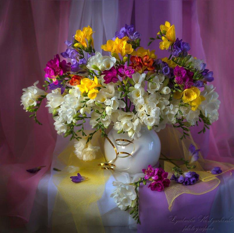 натюрморт,цветы,фрезии,букет,художественное фото. И опять прекрасные фрезии.photo preview