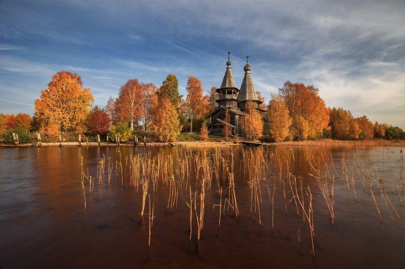 россия, 2020, осень, храм, октябрь, небо, отражение, глубинка, озеро, онега, деревья, заонежье, чёлмужи, карелия, пейзаж Осень на Онегеphoto preview