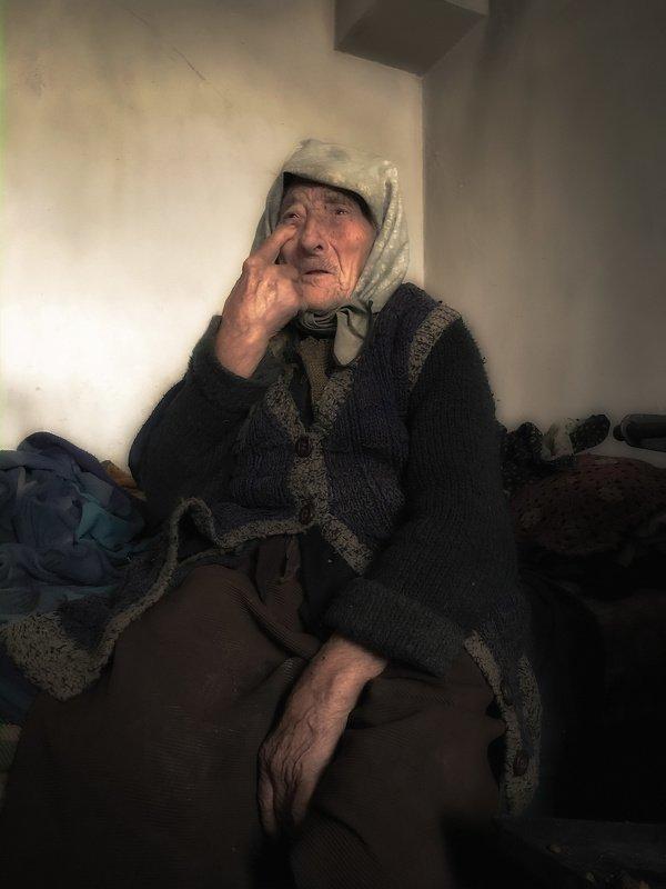 Bulgarian grandmotherphoto preview