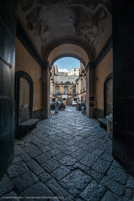 europe, italy, arch, court, gate, stone, yard, европа, италия, неаполь, арка, ворота, двор, дворик, камень старый дворик в Неаполе / old patio in Naplesphoto preview
