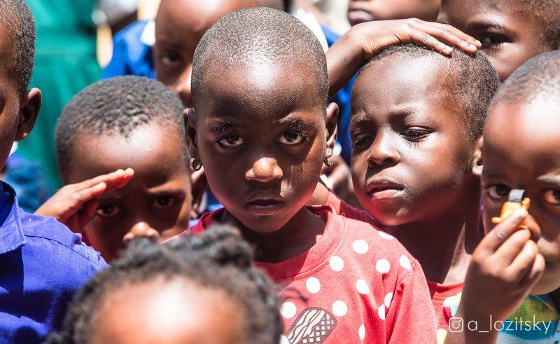 Школьница, Угандаphoto preview