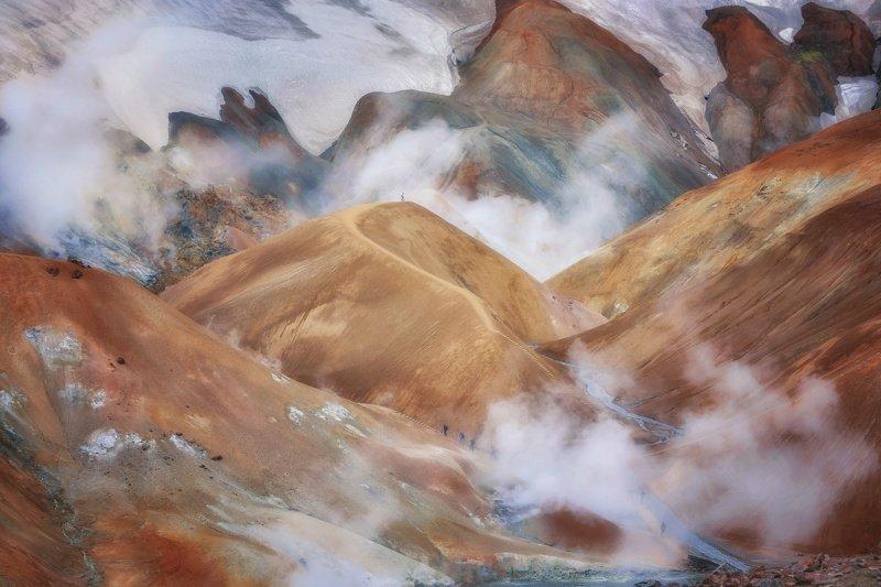 исландия,iceland,kerlingarfjöll муравьишки на склонах парящих горphoto preview