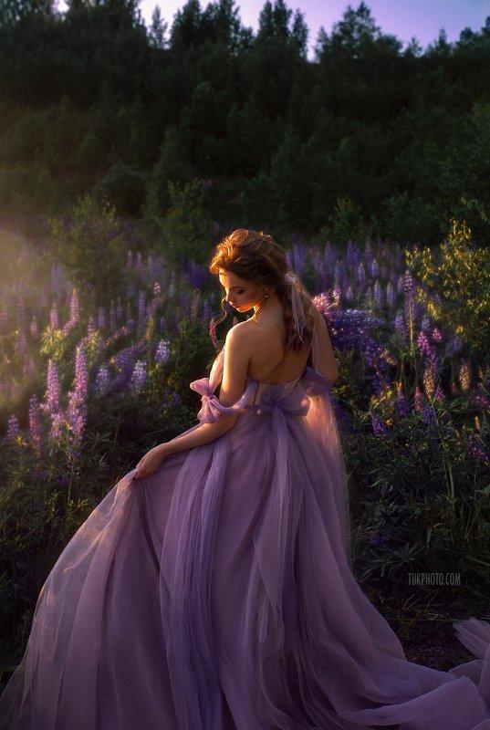 Люпин, фотосессия в люпинах, фотосессия в люпиновом поле, букет из люпинов, воздушное платье, корсетное платье, фиолетовое платье, свадебное платье, purple wedding dress, wedding, bouqet, lupinus Lupinusphoto preview