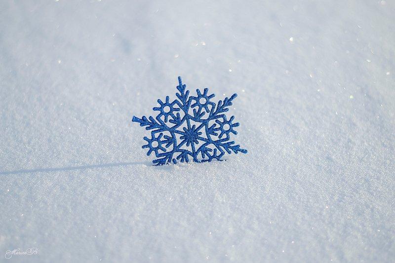 снег, снежинки, ёлочные шары, новогодние игрушки Настроение - зимаphoto preview