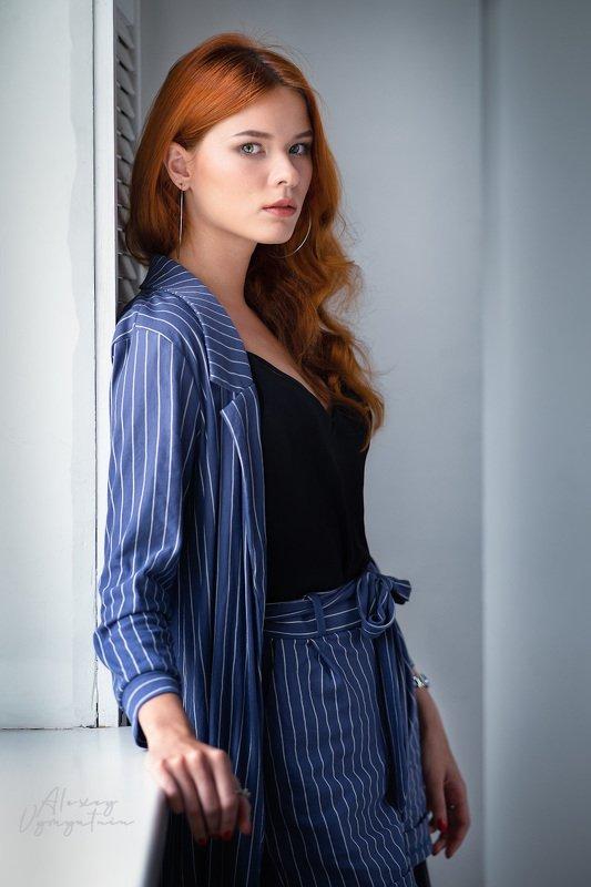 girl, portrait, cute, woman, studio, natural light, red hair, pretty, face, blue, orange Вероникаphoto preview