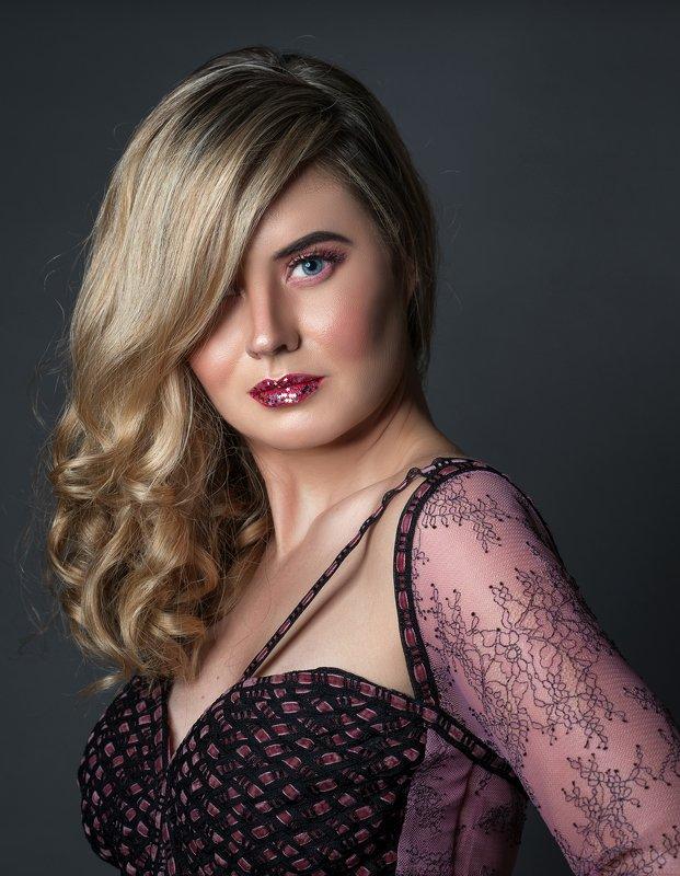 female, portrait, studio, light, emotions, posing, model, modeling, alaaseifeddinephotography, photo preview