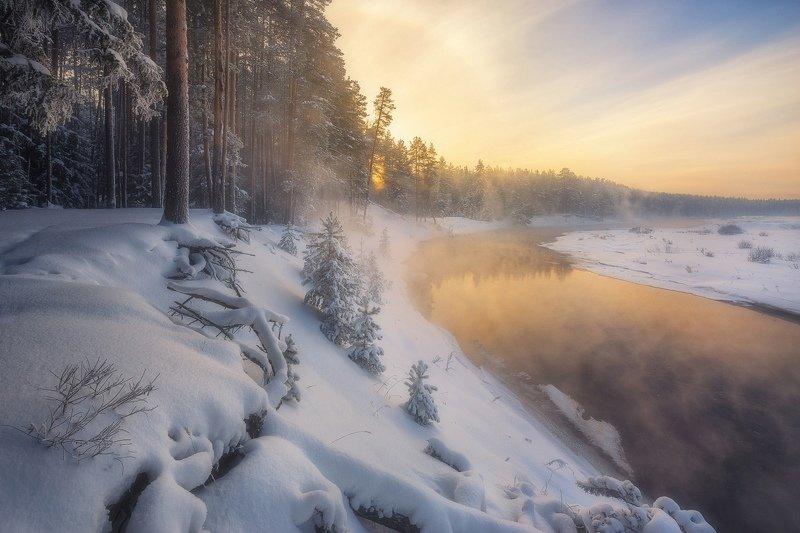 Мороз и солнце на берегу реки Белая Холуницаphoto preview