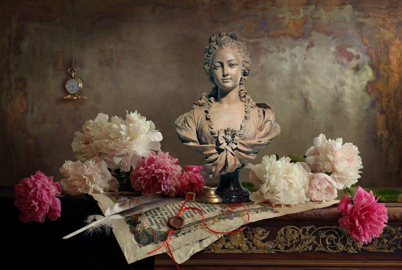 пионы, цветы, девушка, скульптура, натюрморт Натюрморт с пионами и бюстом девушкиphoto preview