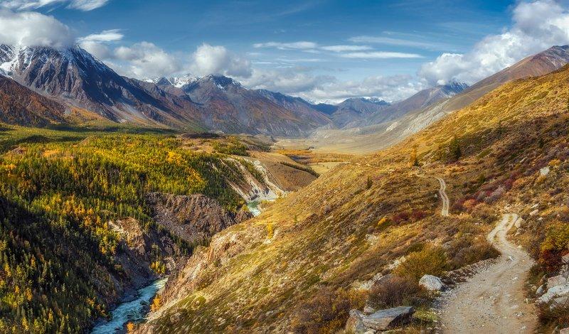 горный алтай,осень,река аргут,перевал тьюмойнак ( верблюжья шея),внизу карагемский прорыв По горной дороге вдоль Аргута...photo preview