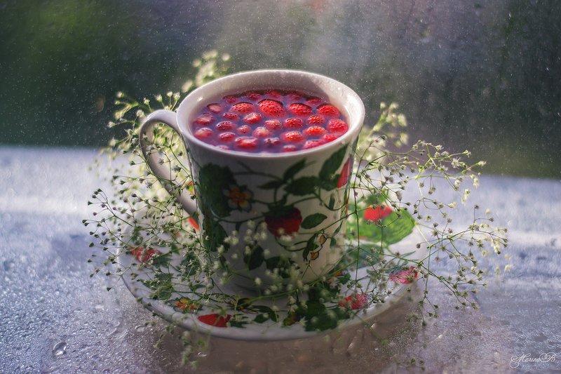 чай, чашка, капли, гипсофила, земляника Земляничный привет от летаphoto preview