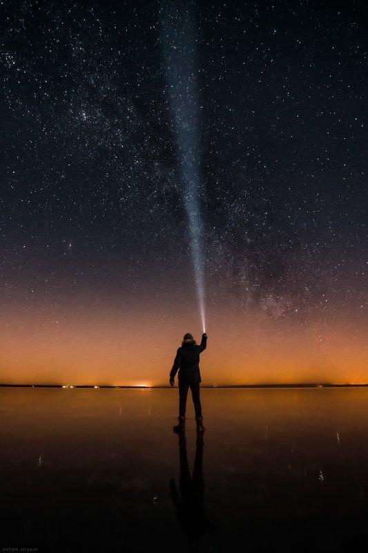 Автопортрет на фоне млечного путиphoto preview