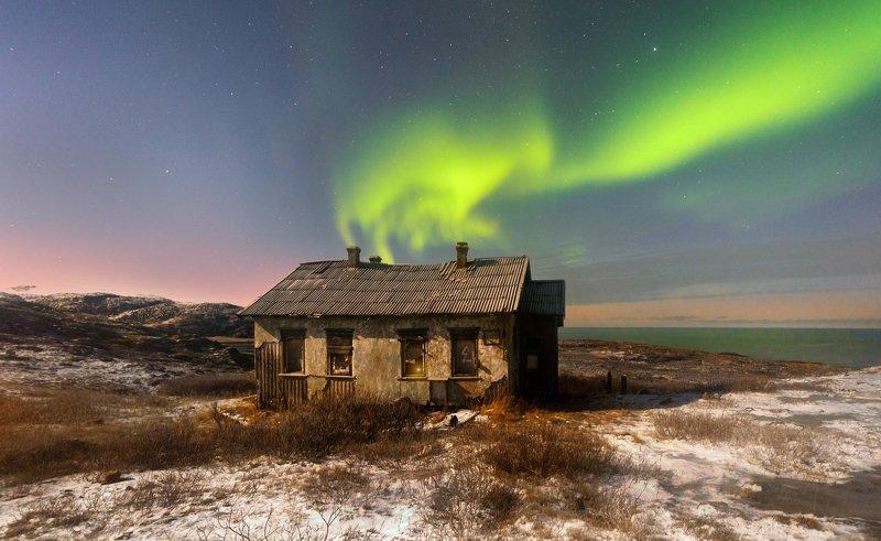териберка северное сияние над заброшенной метеостанцией...photo preview