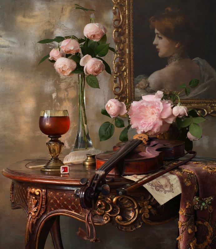 розы пионовидные, пион, скрипка, музыка, портрет, девушка, цветы, свеча Натюрморт со скрипкой и пионовидными розамиphoto preview
