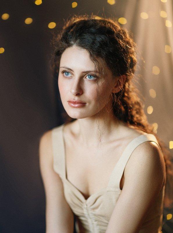 Нежная, девушка, новогодняя, голубые глаза, вьющиеся волосы Кристинаphoto preview