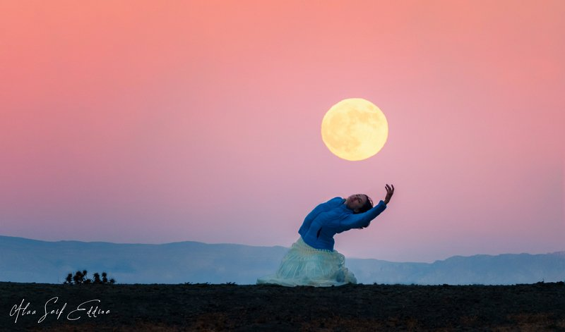 moon, landscape, portrait Dancing for the Red moonphoto preview