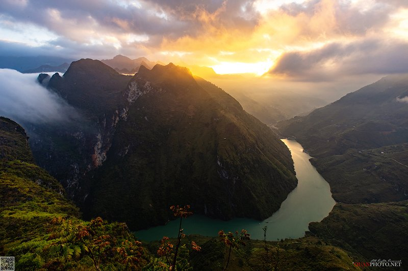 quanphoto, landscape, morning, sunrise, dawn, mountains, valley, canyon, river, vietnam Mountains of Dawnphoto preview
