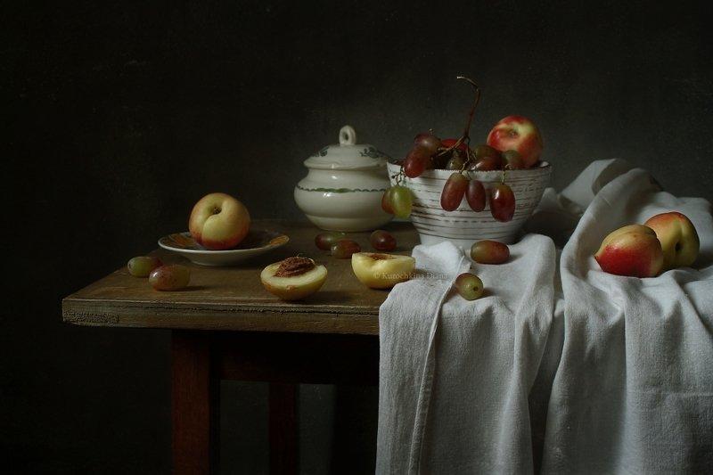натюрморт, фрукты, виноград, нектарины Натюрморт с виноградом и нектаринамиphoto preview