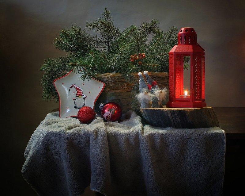 натюрморт, новый год, фонарик, подсвечник, елка, украшения, гномы С красным фонарем :)photo preview