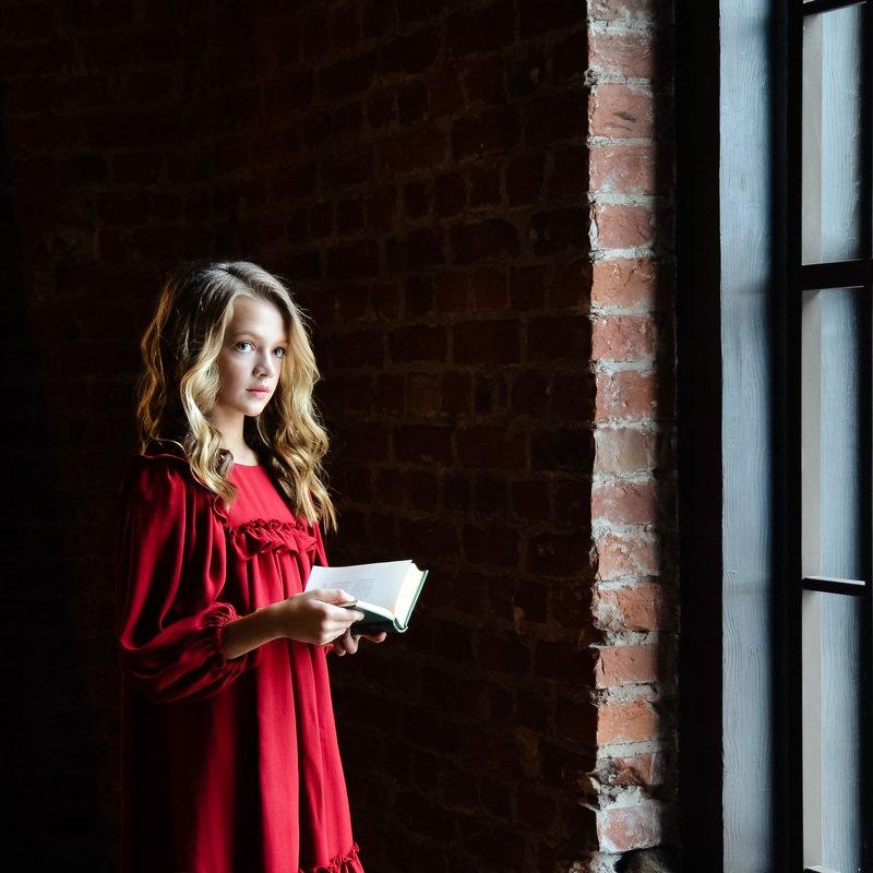 портрет, взгляд, питер, окно, жанр, девушка Вероника.photo preview
