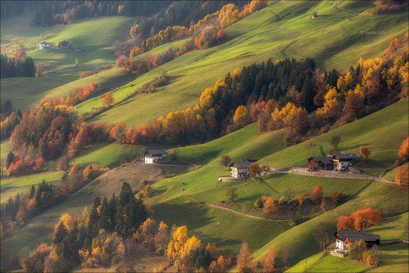 доломитовые альпы,santa maddalena,деревня,val di funes,осень,odle,италия,alps,ranui,san giovanni,церквушка Жизнь на холмахphoto preview