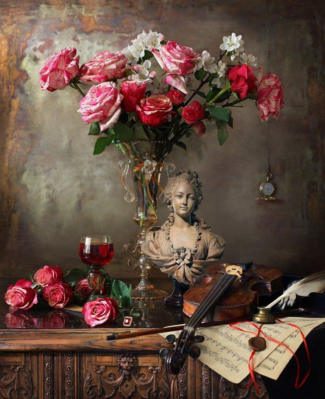 цветы, розы, красный, натюрморт, девушка, скульптура, букет Натюрморт с цветами и бюстом девушкиphoto preview