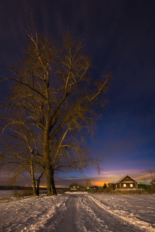 ночь дерево зима дом закат  Догорал огонь закатаphoto preview