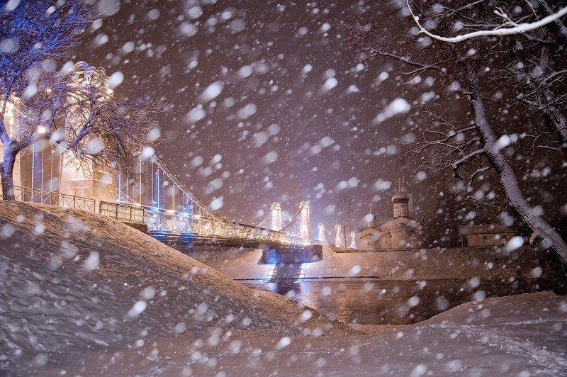 город, остров, снег, мосты,набережная, река, городской пейзаж,архитектура,вечер,декабрь Снежок кружится и летает.photo preview
