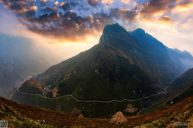 quanphoto, landscapes, morning, sunrise, dawn, road, valley, mountains, vietnam Mountains Roadphoto preview
