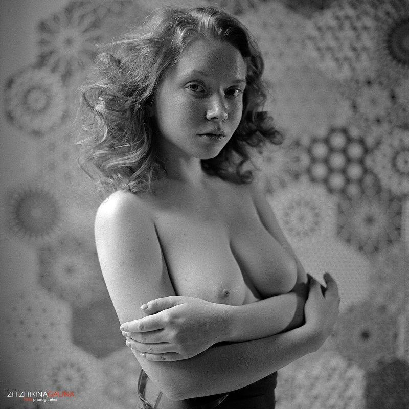 черно-белое, чб, пленка, средний формат, рыжая, девушка, ню, артню, nude, artnu, girl, face, portrait, b&w, bw, black and white Молода и прекраснаphoto preview