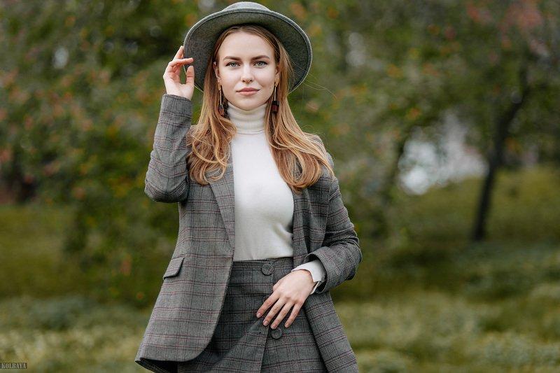портрет, модель, шляпа Лизаphoto preview