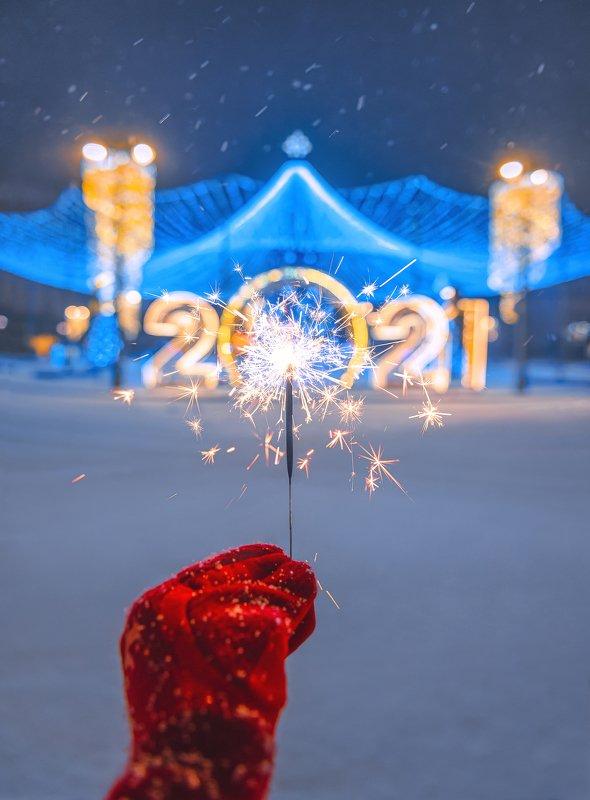 new year, moscow, winter, snow, бенгальский огонь, ночь, новый год, москва, 2021 2021photo preview