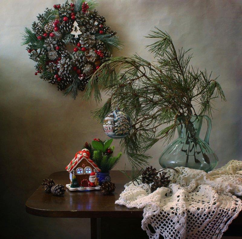 натюрморт, новый год, елка, домик, венок, украшения С новогодним домикомphoto preview