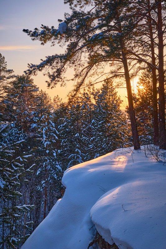 нижняя кама,мороз, солнце,вечер,закат,зима,пейзаж,снег,лес,обрыв Зимний вечер в лесуphoto preview