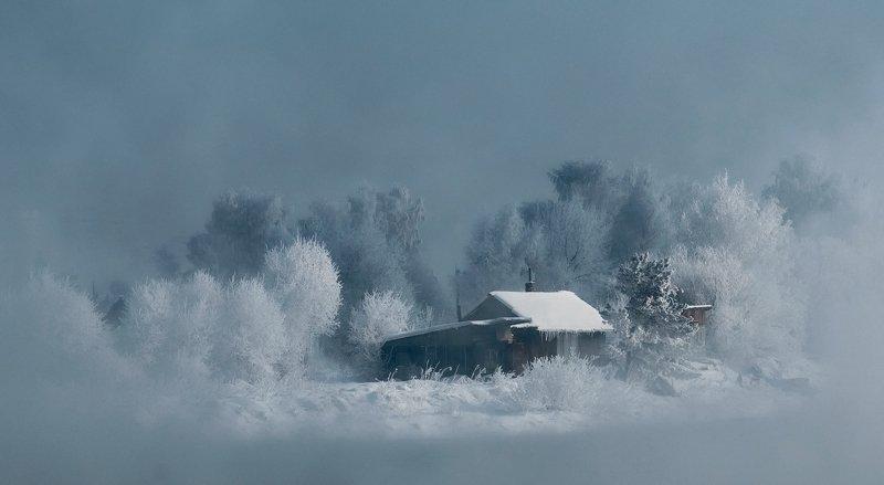 ангара зима зимний дом мороз иней куржак домик ангарского рыбакаphoto preview