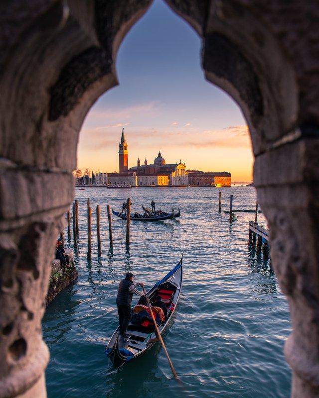 венеция, италия, венето, закат, лодка, море, пейзаж, город, venice, venezia, italia, italy, veneto Окно в Венециюphoto preview