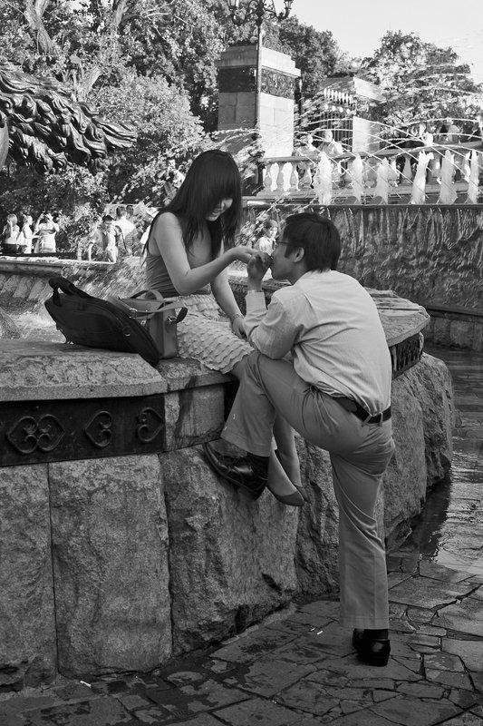 фонтан, город, лето, пара В окружении фонтановphoto preview