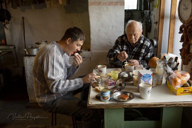 Байкал. Завтрак в зимовьеphoto preview