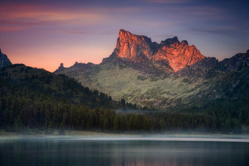 пейзаж, природа, красноярский край, ергаки, горы, пик, вершина, скала, тайга, вечер, закат, озеро, светлое, отражение, поход, туризм, путешествие, высокие, большой, красивая Пик Звездныйphoto preview
