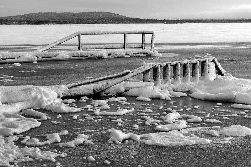 мороз, пирс, зима, апатиты, озеро, имандра, лед Замороженный пирсphoto preview