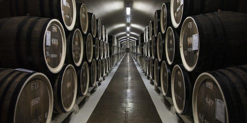 бочки, вино, подвал, коридор Геометрияphoto preview