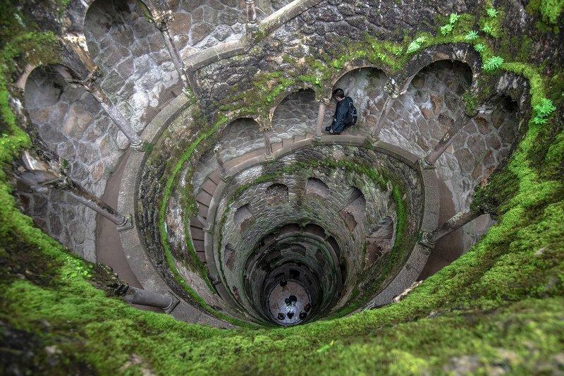 португалия, синтра, колодец, зеленый цвет, лестница Колодец Синтрыphoto preview