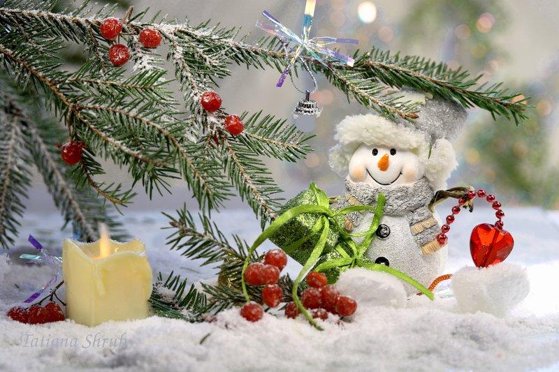 праздник, новый год, снеговик, ель, подарки Сердечное поздравление от сказочного снеговика.photo preview