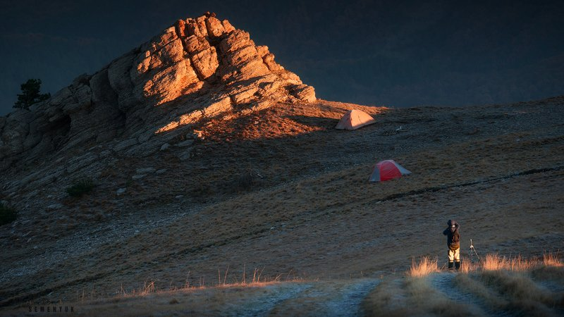 крым, горы, рассвет, вершина, кемаль-эгерек, скалы, фотограф в кадре, человек, mountain, crimea, summit, peak, dawn, sunrise. Рассвет на Кемале.photo preview