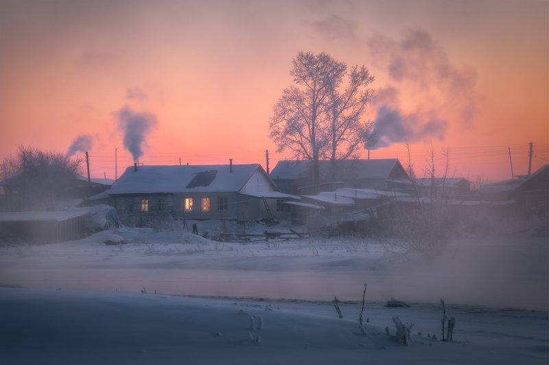 алтайский край, советский район, семилетка, рождественский вечер, сельский пейзаж, деревенская жизнь, дома, дымы, мороз, зимний пейзаж, зима, январь, закат, вечерняя зорька Топят печки на вечерней зорькеphoto preview