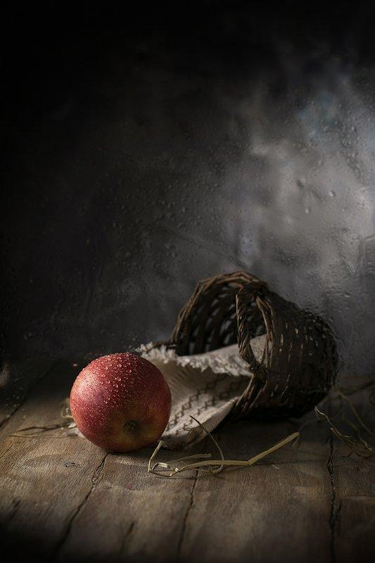 Забытое яблокоphoto preview