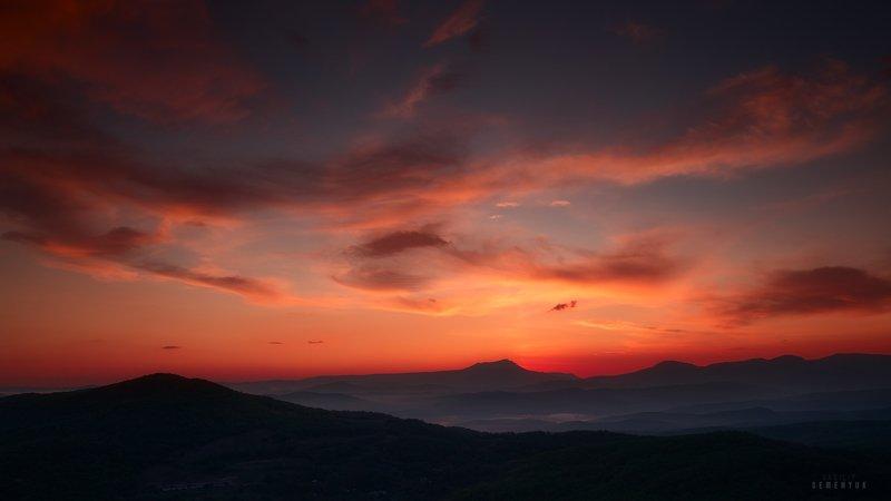 крым, рассвет, небо, облака, кермен-кая, чатыр-даг, рассветная, mountain, sky, dawn, sunrise, crimea. Неба пламенеющего стяг.photo preview