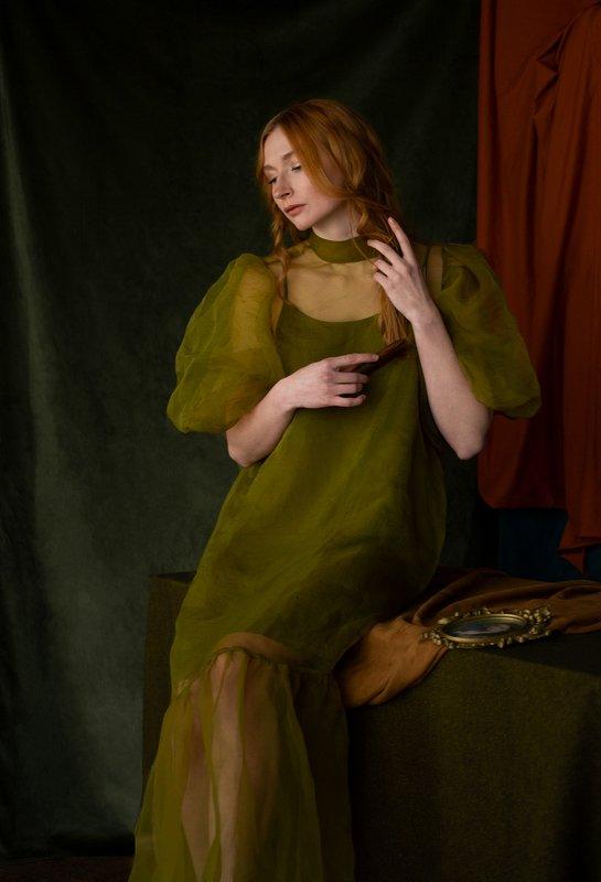 fine art portrait Lady with combphoto preview