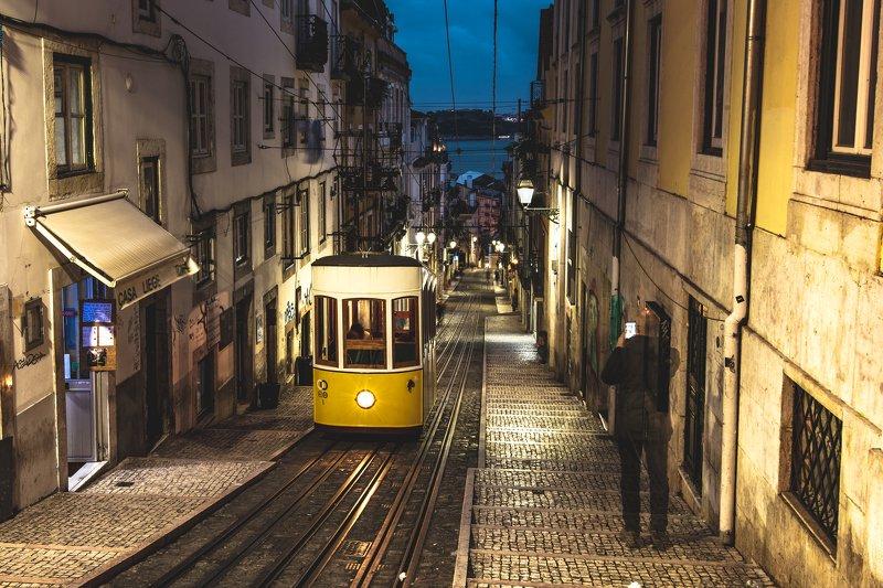 лиссабон, фуникулер, португалия, призрак, человек Лиссабонский призракphoto preview
