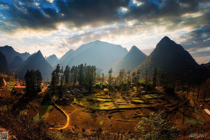 quanphoto, landscapes, sunset, sunlight, sundown, valley, mountains, village, vietnam Mountains Sunlightphoto preview