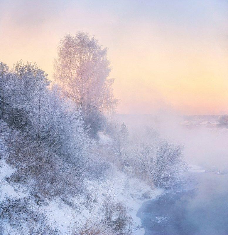 Утренний мороз на берегу рекиphoto preview